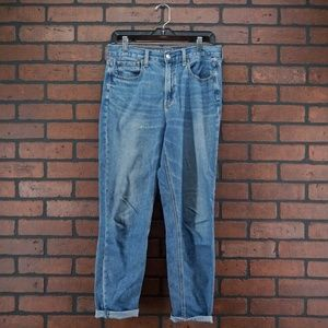 AMERICAN EAGLE High Waisted Mom Jeans Size 6